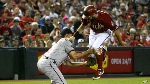 Washington Nationals third baseman Anthony Rendon (6), left, tags out Arizona Diamondbacks Adam Eaton (6) trying to advance on a play in the first inning during a baseball game in Phoenix, Arizona, Sept 29, 2013.