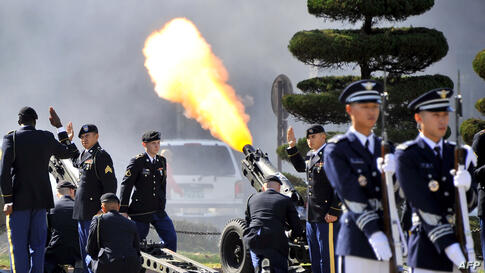US soldiers fire a salute during an honour guard ceremony to welcome Admiral Choi Yoon-Hee (not pictured), new chairman of South Korea's Joint Chiefs of Staff, at a US Army base in Seoul, Korea.