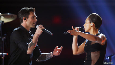 Maroon 5 singer Adam Levine (L) and Alicia Keys perform at the 55th annual Grammy Awards in Los Angeles, California, Feb. 10, 2013.