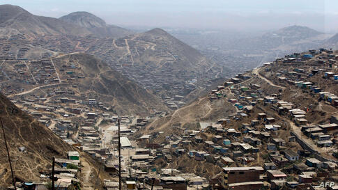 A panoramic view of the dusty and dry Nueva Esperanza shantytown in Lima, Peru. (AP)