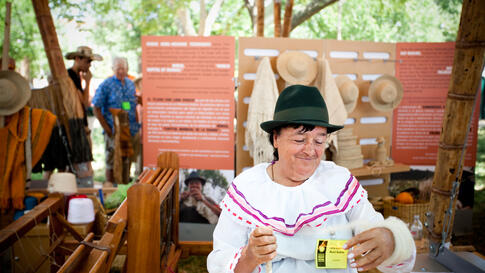 June 30: Ana Dolores Russi Suarez demonstrates the wool-weaving craft at the annual Folklife Festival in Washington, DC. Suarez learned this craft by watching her family and community weavers in Colombia. (Alison Klein/VOA News)