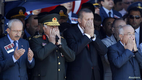 From left to right, Turkey's main opposition Republican People's Party Leader Kemal Kilicdaroglu, Chief of Staff General Necdet Ozel, Prime Minister Tayyip Erdogan and Chairman of the Parliament Cemil Cicek pray as they attend an official farewell ceremon