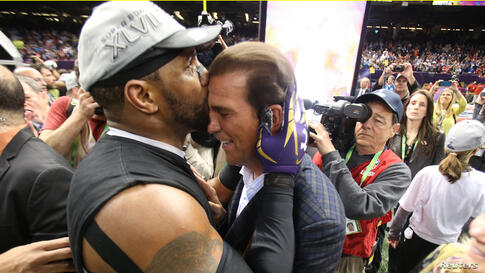 Baltimore Ravens inside linebacker Ray Lewis (L) kisses the forehead of team owner Steve Bisciotti after defeating the San Francisco 49ers.