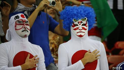 Japan's fans sing the national anthem before the start of their 2014 World Cup Group C soccer match against Ivory Coast at the Pernambuco arena in Recife, Brazil, June 14, 2014.