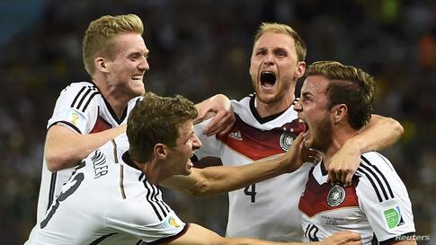 Germany's Mario Goetze celebrates his goal against Argentina with teammates (L-R) Andre Schuerrle ,Thomas Mueller and Benedikt Hoewedes during extra time in their 2014 World Cup final at Maracana stadium in Rio de Janeiro, Brazil, July 13, 2014.