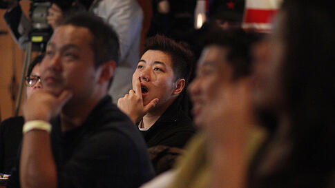 Fans of Taiwanese-American Jeremy Lin watch him play against the Sacramento Kings at a local sports bar in Taipei, Taiwan, Thursday, Feb. 16, 2012. (AP)