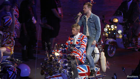 A member of the 'Kaiser Chiefs' performs in the closing ceremony of the London 2012 Olympic Games at the Olympic Stadium August 12, 2012.