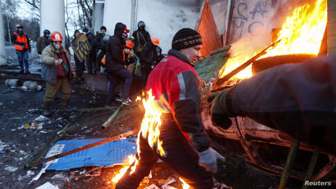 A pro-European integration protester catches fire during clashes with police in Kyiv. Ukrainian President Viktor Yanukovich named a top aide to organize peace talks with the opposition after violent clashes between police and protesters in the capital,...