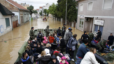 Army soldiers evacuate people in amphibious vehicles in the flooded town of Obrenovac, southwest of Belgrade, Serbia, May 17, 2014.