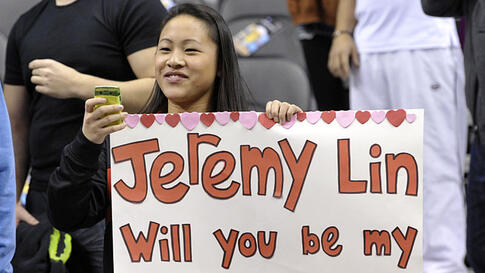 A fan of New York Knicks guard Jeremy Lin holds a sign during the warm-up before the Knicks NBA basketball game against the Toronto Raptors in Toronto February 14, 2012. (REUTERS)