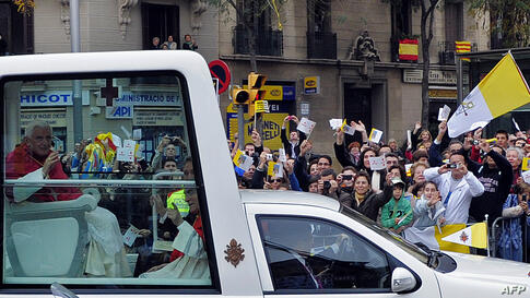 Pope Benedict XVI waves to the crowd during his visit in Barcelona, Spain, Sunday, Nov. 7, 2010.  The Pope visited the city of Barcelona to consecrate La Sagrada Familia church. (AP Photo/Manu Fernandez)