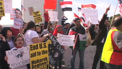 Protesters at the anti-Mubarak rally in Los Angeles, February 5, 2011