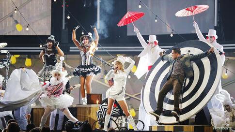 Taylor Swift performs at the 55th annual Grammy Awards in Los Angeles, California, Feb. 10, 2013.
