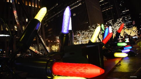 Colorful Christmas decorations on Sixth Avenue in Manhattan, New York, Dec. 22, 2013 (Photo taken by Thao Doan/VOA reader)