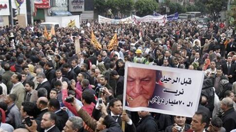 Egyptian lawyers in black robes stream into Cairo's Tahrir Square, February 10, 2011