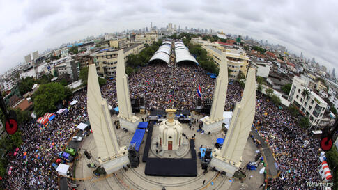 A general view of anti-government protesters gathering to demonstrate against the government-backed amnesty bill at the Democracy Monument in central Bangkok, Thailand.