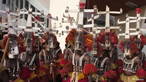 Traditional dancers gather at the airport before the arrival of Moroccan King Mohammed VI in Bamako, Mali, Feb. 18, 2014.