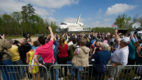 Space shuttle Discovery is rolled toward the transfer ceremony at the Steven F. Udvar-Hazy Center. (NASA/Carla Cioffi)