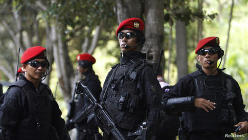 Indonesian Army's Kopassus special forces patrol outside the venues of the Asia-Pacific Economic Cooperation (APEC) Summit in Bali.