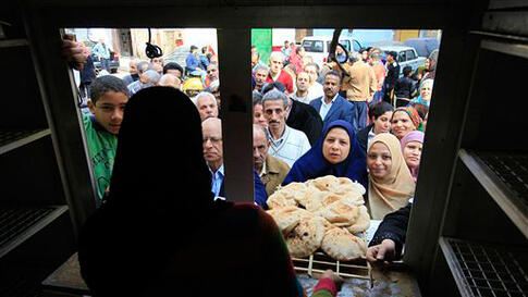 Egyptians crowed to buy bread before the start of the evening curfew on Monday. (Amr Nabil/AP)