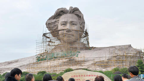 Tourists visit an under construction statue of Mao Zedong in Changsha, central China's Hunan province, Nov. 26, 2013, ahead of the 120th anniversary of Mao's birth, which China will celebrate on December 26.