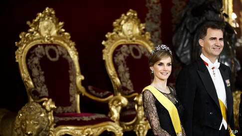 Spanish Princess Letizia and Spanish Crown Prince Felipe smile in the Throne room as they attend a welcome ceremony before a gala dinner for Mexico's President Enrique Pena Nieto, at the Royal Palace, near Madrid, June 9, 2014.