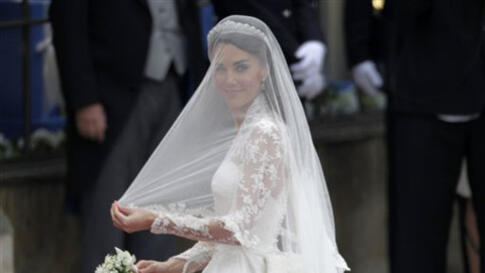Kate Middleton arrives for her wedding with Britain's Prince William at Westminster Abbey at the Royal Wedding in London Friday, April 29, 2011. (AP Photo/Gero Breloer)