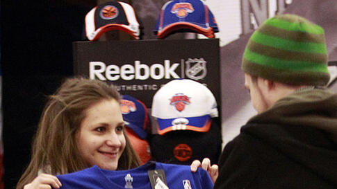 A fan displays her New York Knicks' Jeremy Lin T-shirt before an NBA basketball game against the Sacramento Kings, February 15, 2012, in New York. (AP)
