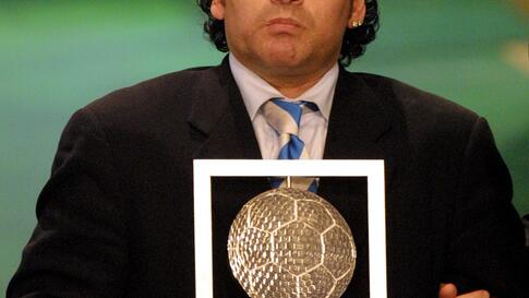 "(FILES) In this file photo taken on December 11, 2000 Argentinian Diego Maradona holds his FIFA's internet ""Footballer of the…"