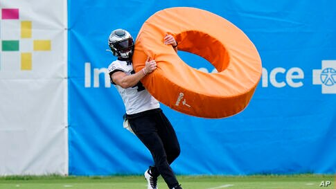 Philadelphia Eagles' Nathan Gerry participates in a drill during practice at the NFL football team's facility, Thursday, Sept…