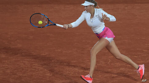 Amanda Anisimova of the U.S. plays a shot against Romania's Simona Halep in the third round match of the French Open tennis…