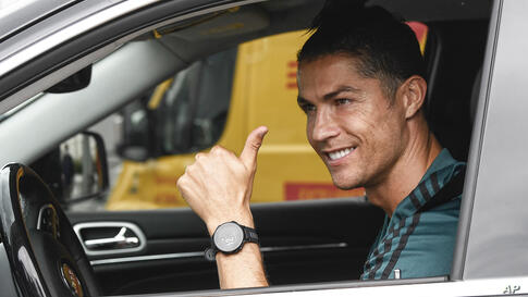Cristiano Ronaldo leaves the Juventus sport center after his first training, in Turin, Italy, May 19, 2020. Cristiano Ronaldo…