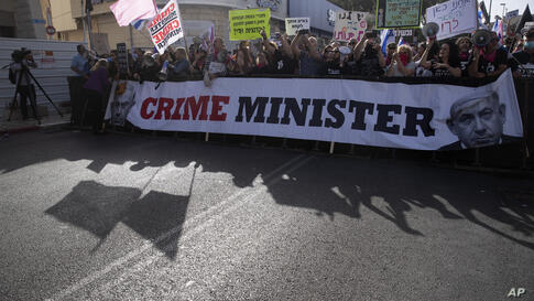 Protesters gather outside the District Court in Jerusalem were Prime Minister Benjamin Netanyahu attends a hearing in his…