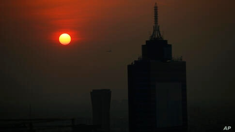 The sun rises behind the World Trade Center on a smoggy morning in Mexico City, Thursday, April 22, 2021. (AP Photo/Marco…