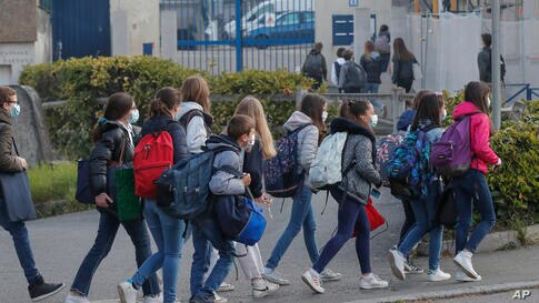 Students arrive at school in Le Chesnay, west of Paris, Modnay, May 3, 2021. Students go back to secondary and high schools and…