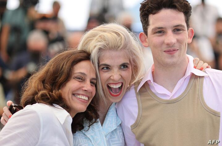 (FromL) British film producer Elizabeth Karlsen, French director Eva Husson and British actor Josh O'Connor pose during a…