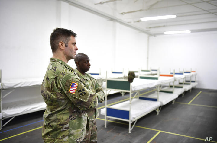 US officers inspect the accommodation for the soldiers in the Flaeming barracks for the military exercise 'Defender 2020', in…