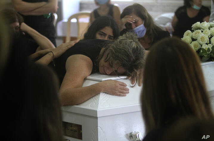 The mother of Nicole al-Helou, who was killed by the explosion Tuesday that hit the seaport of Beirut, mourns on her daughter's…