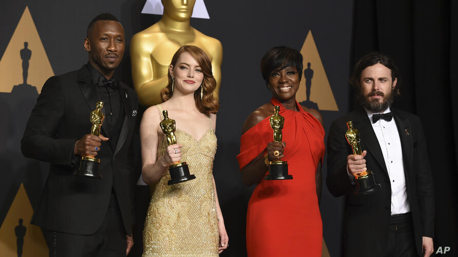 """Mahershala Ali, winner of the award for best actor in a supporting role for """"Moonlight"""", from left, Emma Stone, winner of the award for best actress in a leading role for """"La La Land"""", Viola Davis, winner of the award for best actress in a supporting role"""