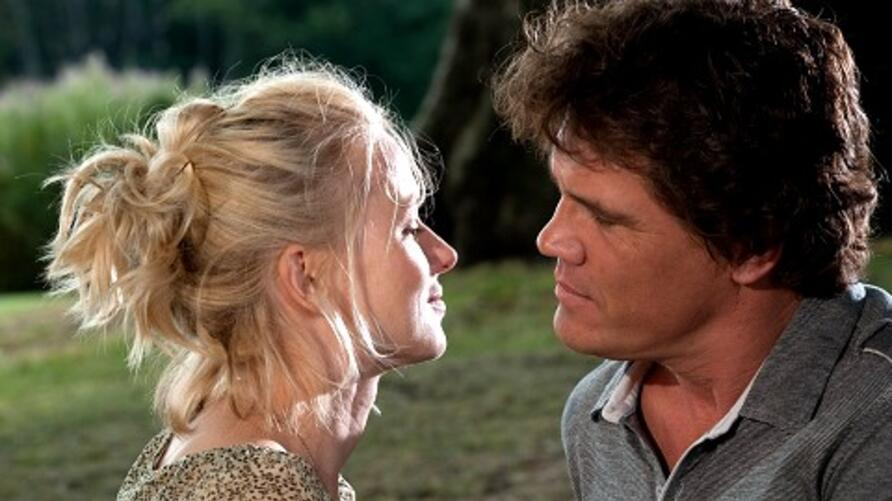 Left to Right: Naomi Watts as Sally and Josh Brolin as Roy