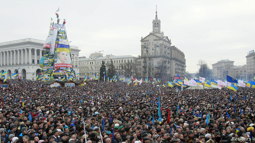 Pro-European intergration protesters gather for a mass rally at Independence Square in Kyiv, Dec. 15, 2013.
