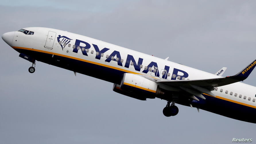 FILE PHOTO: FILE PHOTO: A Ryanair plane takes off from Manchester Airport. Picture taken June 21, 2020. REUTERS/Phil Noble/File…