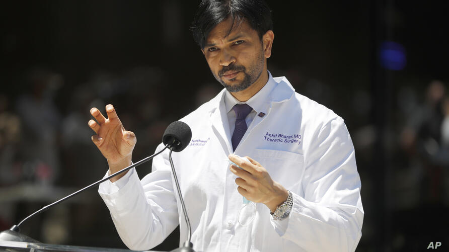 Dr. Ankit Bharat, chief of thoracic surgery at Northwestern Memorial Hospital, talks Thursday, June ۱۱, ۲۰۲۰, in Chicago, about…