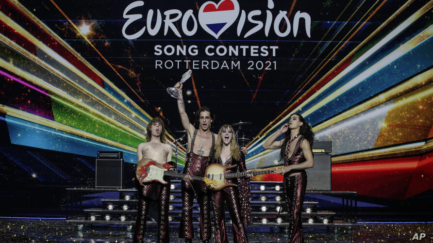 Maneskin from Italy celebrate with the trophy after winning the Grand Final of the Eurovision Song Contest at Ahoy arena in…