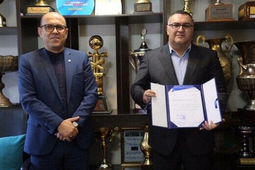 Soheil Gohari(right) in Iran's Esteghlal football club office