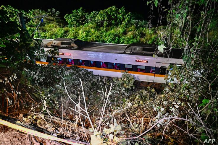 A general view shows a section of a train that derailed inside a tunnel in the mountains of Hualien, eastern Taiwan on April 2,…