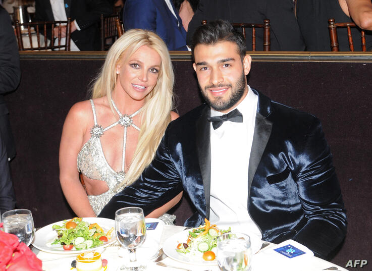 BEVERLY HILLS, CA - APRIL 12: Honoree Britney Spears (L) and Sam Asghari attend the 29th Annual GLAAD Media Awards at The…