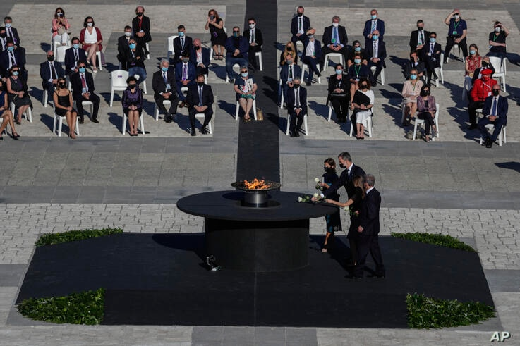Princess Leonor of Spain and King Felipe VI of Spain attend a state tribute in memory of COVID-19 victims at an esplanade in…