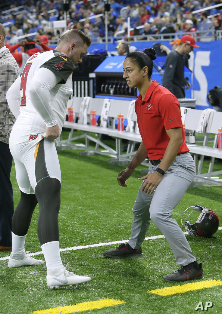 Tampa Bay Buccaneers assistant strength and conditioning coach Maral Javadifar, right, works with Tampa Bay Buccaneers kicker…