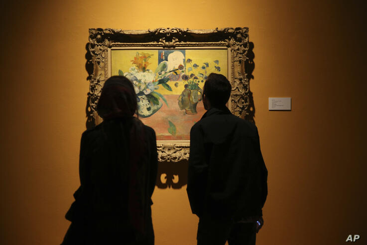 "Iranians look at a painting of Paul Gauguin ""Nature morte à l'estampe japonaise"" while visiting an exhibition of Museum of…"